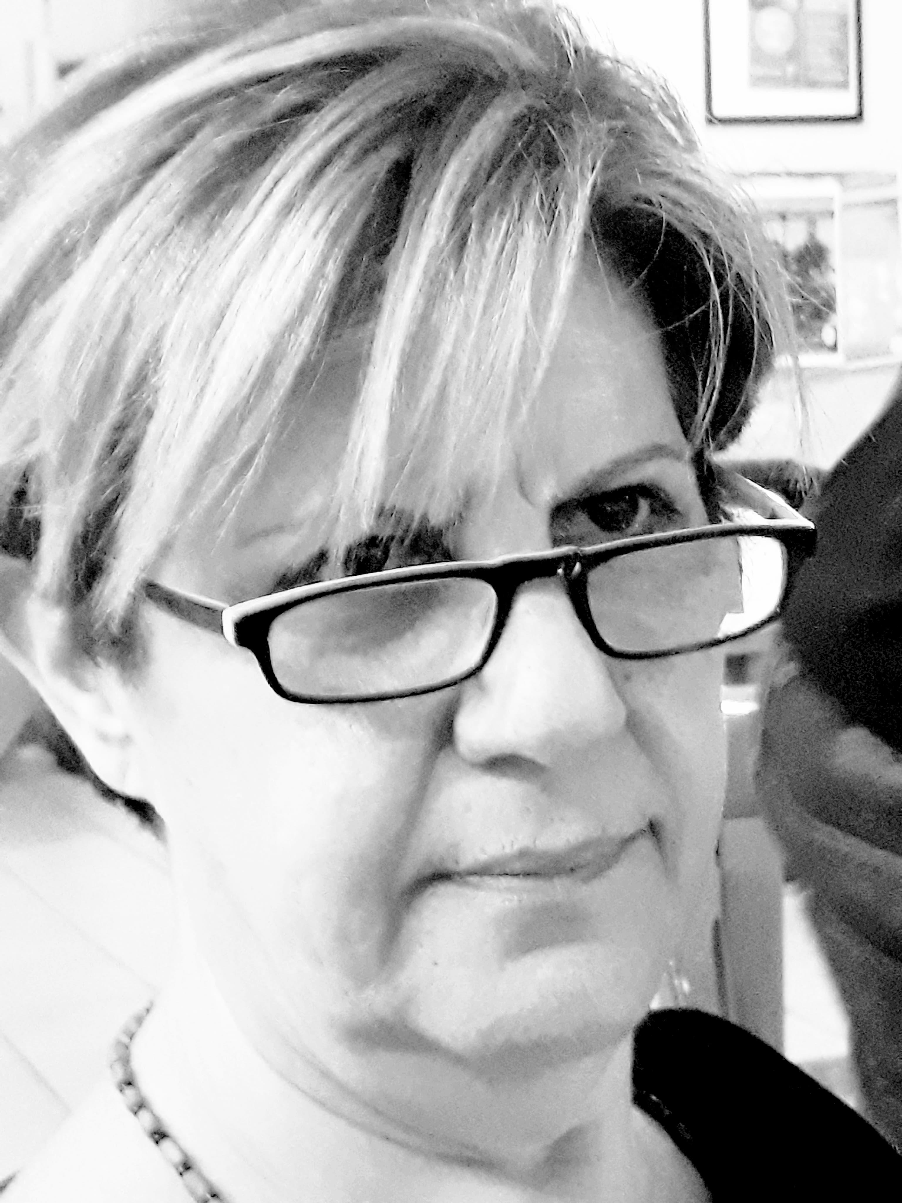 Τζουβελέκη Παυλίνα Υποψήφια Δημοτική Σύμβουλος Νίκαιας–Ρέντη με τη Δημοτική Κίνηση Πολιτών «Κόντρα στο Ρεύμα».
